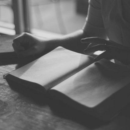 【小説ランキング】恋人が読んでいたら惚れ直す、芥川賞を受賞した小説と言えば?【オススメ】