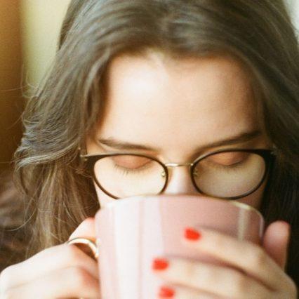 メガネが似合う女優といえば?