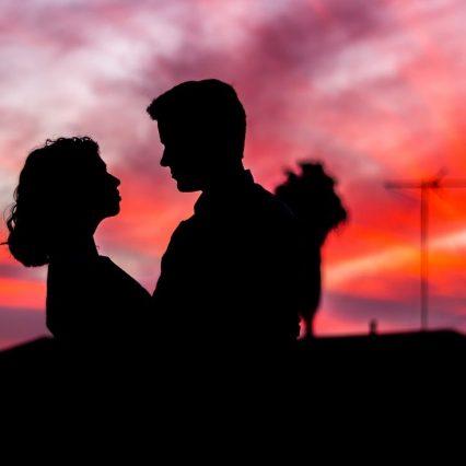 『名探偵コナン』に登場する思わず胸キュンなカップルといえば?
